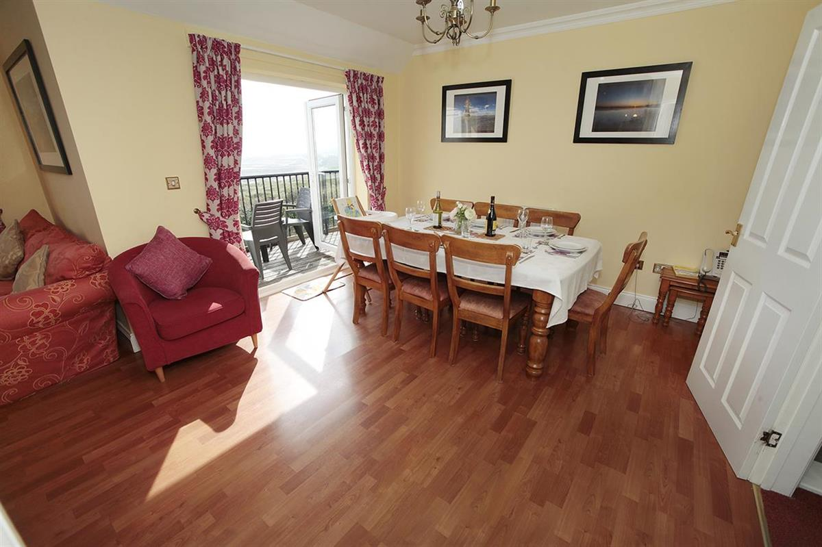 MALT COTTAGE with sea view (sleeps 8 adults)