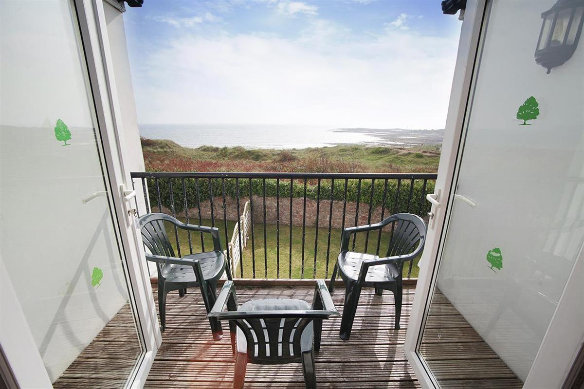 MAIZE COTTAGE with sea view (sleeps 8 adults)