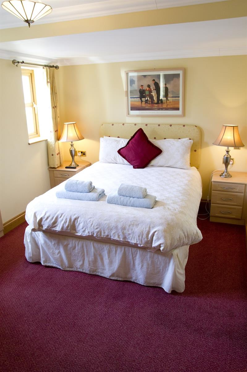 THE RICKYARD B&B DOUBLE ROOM WITH WALK-IN SHOWER