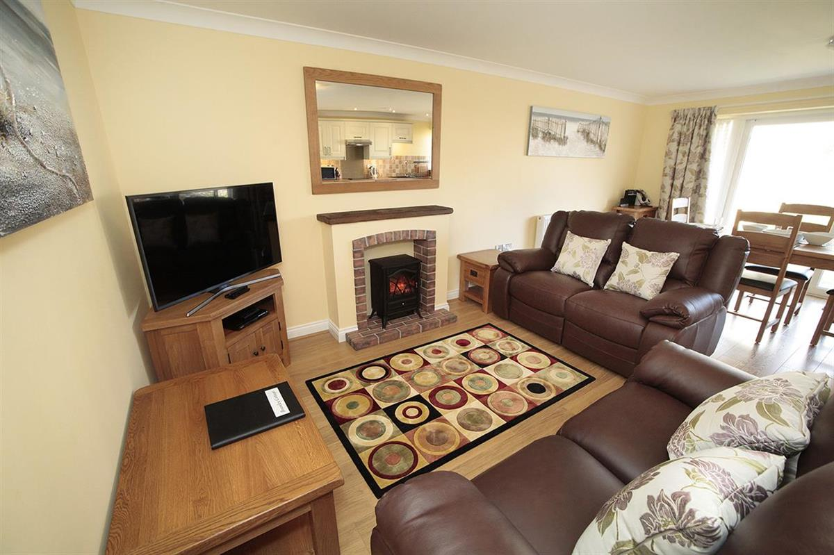 BRAMLEY COTTAGE (sleeps 4 adults)